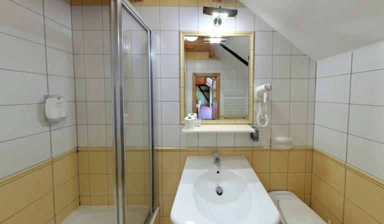 łazienka stara stajnia