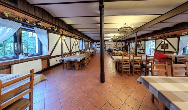 stara stajnia restauracja
