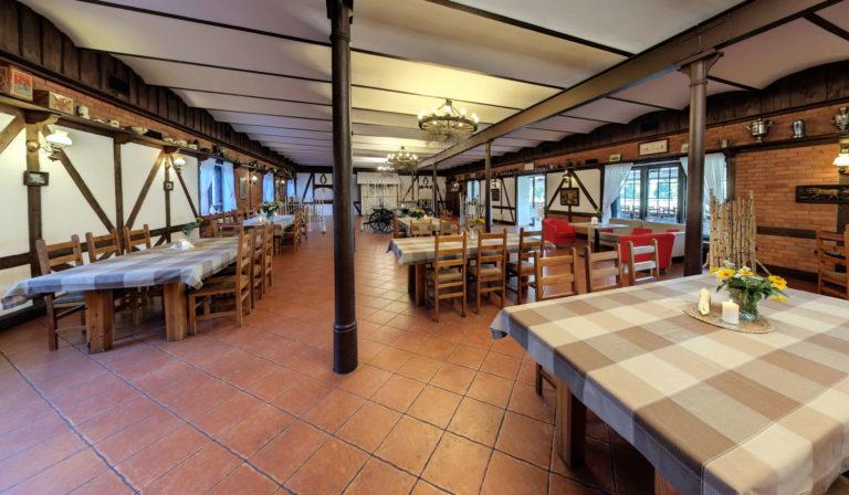 sala restauracyjna w starej stajni